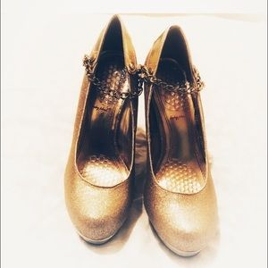 Baby Phat Gold Platform Pumps with Chain Size 7